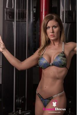 Sandra fitness bikini