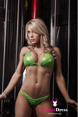 Lisa fitness bikini