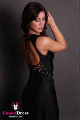 Fekete, hátán nyitott, fűzővel díszített hosszú ruha