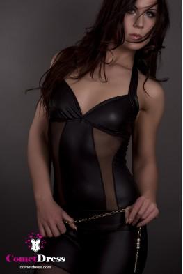 Fekete lakk overall testhálóval díszítve
